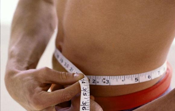 Измерение талии у мужчины