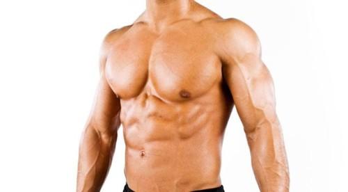 Развитая грудная клетка мужчины