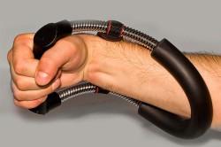 Упражнение с кистевым эспандером