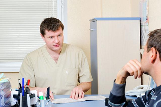 Обращение мужчины к врачу