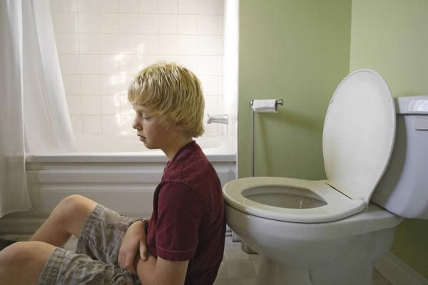 Симптомы синехии  - боли при мочеиспускании у мальчиков