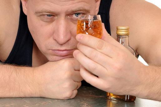 Употребление алкоголя мужчиной