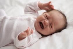 Беспокойство ребенка при симптомах эктопии яичка