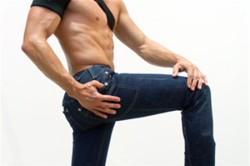 Ношение узких джинс