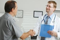 По поводу изменения цвета спермы необходимо обратиться к врачу
