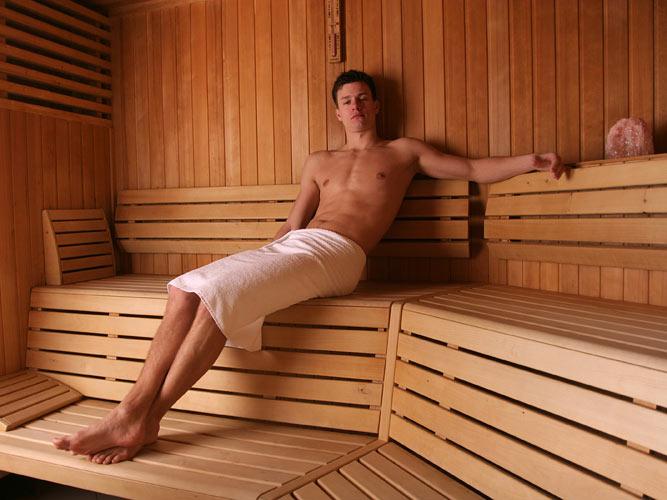 Посещение общественной бани может послужить появлением потемнения в паху