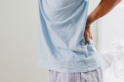 Боли в пояснице и проблемы с мочеиспусканием - признаки простатита
