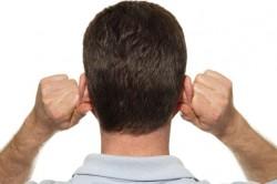 Массирование ушей при дискомфорте