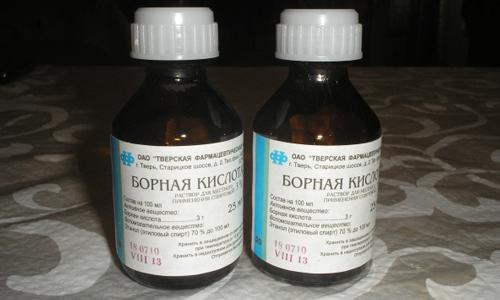 Лечение потливости ног борной кислотой