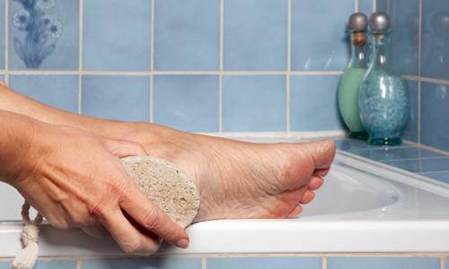 Тщательное мытье стоп