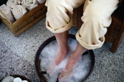 Ванночки против потливости ног