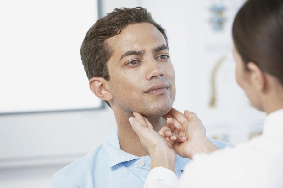 Обследование лимфоузлов у мужчины