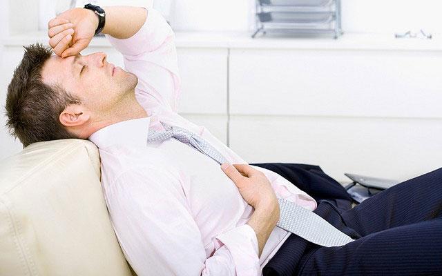 Усталость- одна из причин темных кругов под глазами