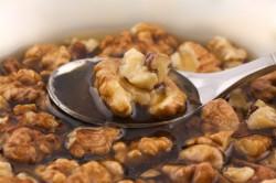 Настойка грецких орехов с медом