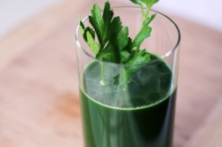 Сок из петрушки для профилактики седины