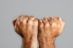 Как мужчине удалить волосы со спины