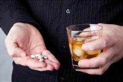 Крепкий алкоголь с лекарствами несовместим
